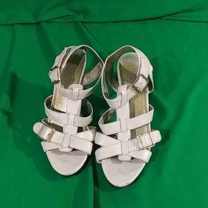Chaps sz 7M cream color strappy heel sandals